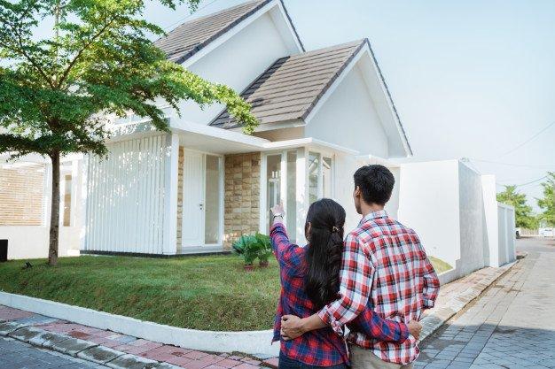 pareja comprando una vivienda
